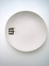 earthenware_plate_irondetail