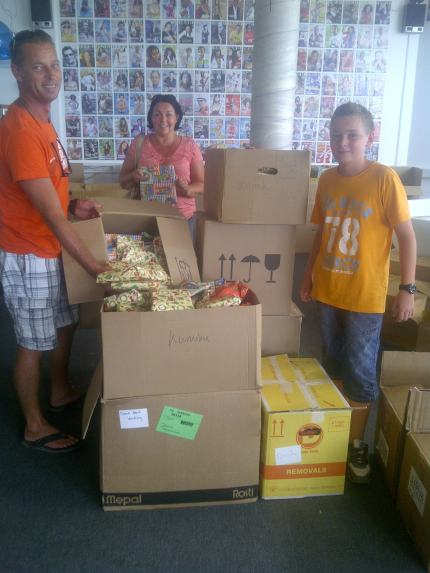 Kunuku Aqua Resort dropped off 1,000 gifts!