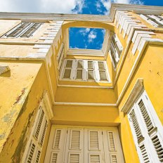 Old Curacao building in Willemstad. By Kevin Garrett.