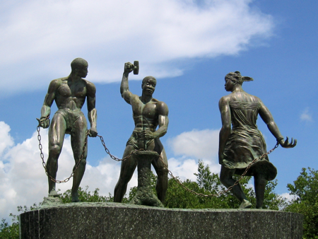 Erected at Riffort (Otrobanda), Curaçao's National Monument, 'Desenkadená' (Breaking the Chains), by Curaçaoan sculptor Nel Simon.