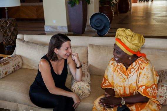 Mickela chatting with Curaçao Tumba (and Culture) Royalty, Elia Isenia .