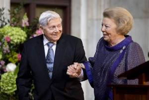 Statius Muller and Queen Beatrix.