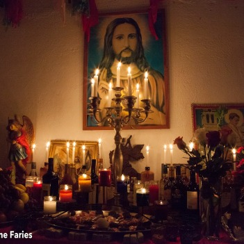"""I found this Altá (alter) at the house of the most famous Montadó (alter mounter) in Curaçao. It was set up the day before Easter Sunday. In the 'Kulto di Misterio', the name of this religion, Jesus Christ occupies a position directly under 'The Good God'."""