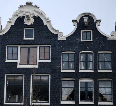 Source: typical Amsterdam building, letsgoamsterdam.blogspot.com.