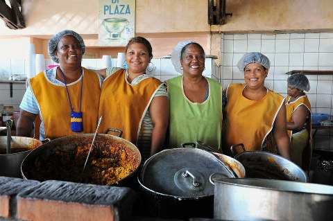The Mamas in front of 'Zus di Plaza's stall.