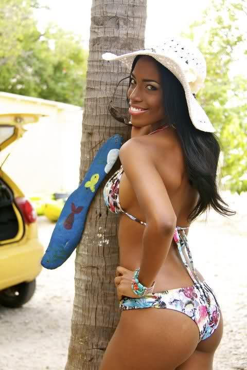 That's Monifa Jansen, Miss Curacao 2011, backing her ass up.