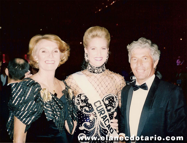 Miss Curacao 1991 Jacqueline Krijger flanked by her proud parents.