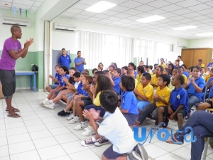 Roel teaching workshop at Emmaschool in Curacao.